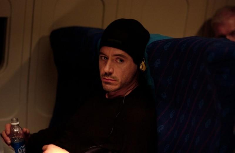 Robert Downey Jr. in una scena del film Guida per riconoscere i tuoi santi