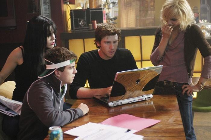 Samaire Armstrong, Frankie Muniz, Jon Foster e Sophia Bush in una scena del film Stay Alive