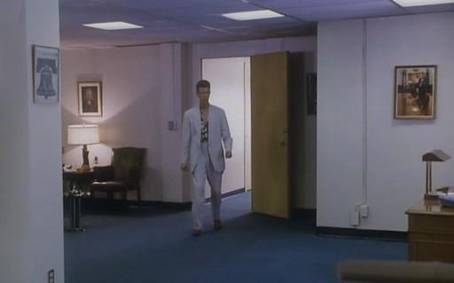 David Bowie in una scena di FUOCO CAMMINA CON ME