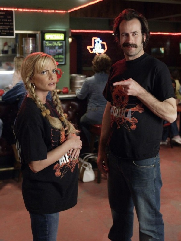 Jason Lee con Jaime Pressly in una scena di My Name Is Earl