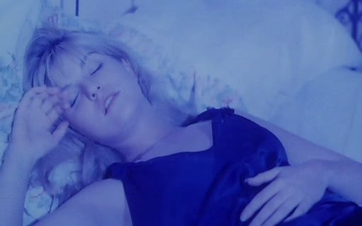 La bella Sheryl Lee in una scena di FUOCO CAMMINA CON ME