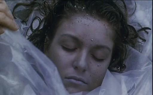 Sheryl Lee è Laura Palmer in una scena di FUOCO CAMMINA CON ME