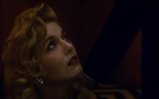 Sheryl Lee in una scena di FUOCO CAMMINA CON ME