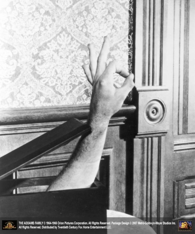 Ted Cassidy nei panni di Mano ne 'La famiglia Addams'