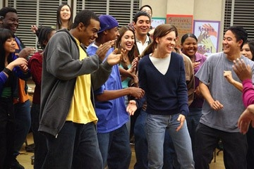 Hilary Swank, Deance Wyatt e Mario in una scena del film Freedom Writers