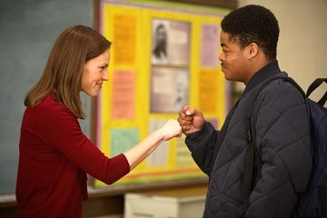 Hilary Swank e Jason Finn in una scena del film Freedom Writers