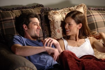 Hilary Swank con Patrick Dempsey in una scena del film Freedom Writers