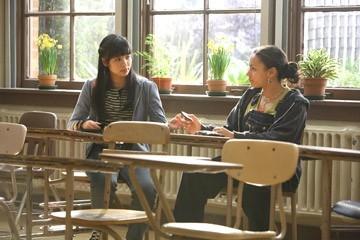 Jaclyn Ngan e April Lee Hernandez in una scena del film Freedom Writers