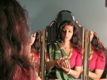 Tabu allo specchio in una scena del film The Namesake