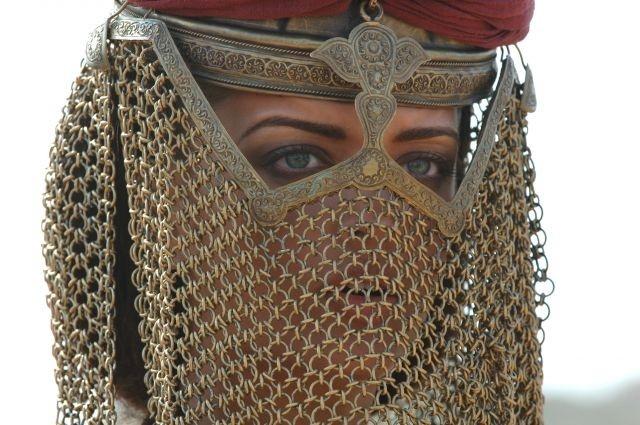 una misteriosa Aishwarya Rai in una scena del film L'ultima legione