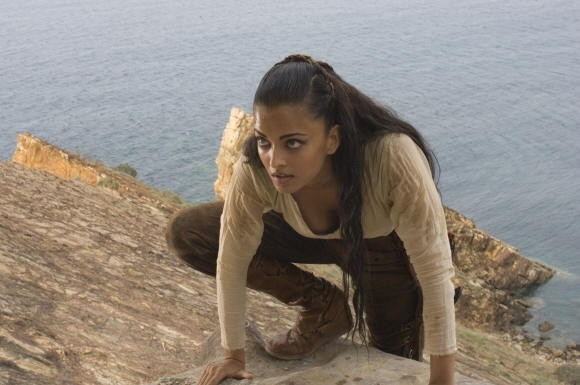 la bella Aishwarya Rai in una scena del film L'ultima legione