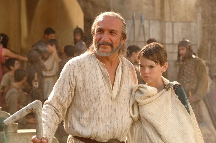 Ben Kingsley e Thomas Sangster in una scena del film L'ultima legione