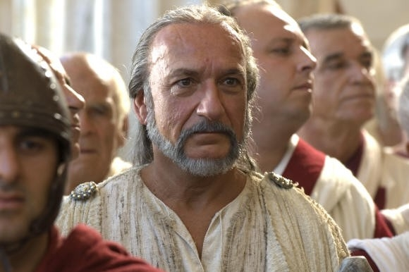 Ben Kingsley in una sequenza del film L'ultima legione