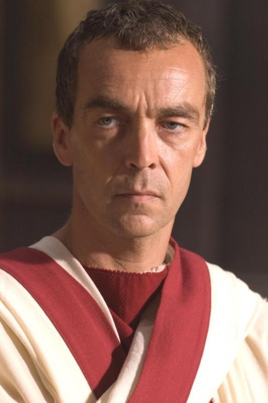 John Hannah in una scena del dramma L'ultima legione