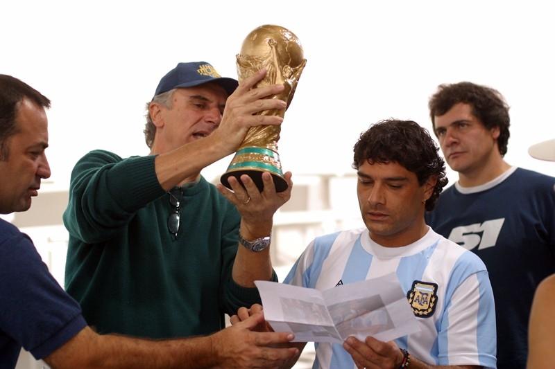 marco Leonardi insieme a Marco Risi sul set del film Maradona, la mano di Dio