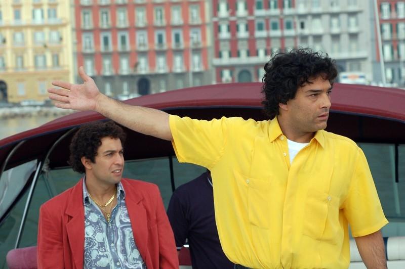 Marco Leonardi assieme a Pietro Taricone in una scena del film Maradona, la mano di Dio