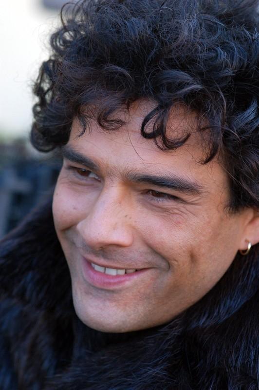 Marco Leonardi in una scena del film Maradona, la mano di Dio, biopic sul leggendario pibe de oro