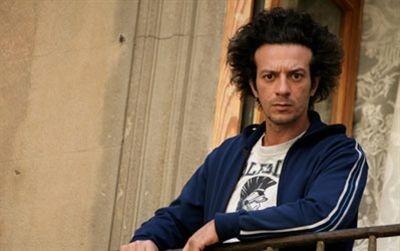 Salvatore Ficarra in una scena della commedia Il 7 e l'8