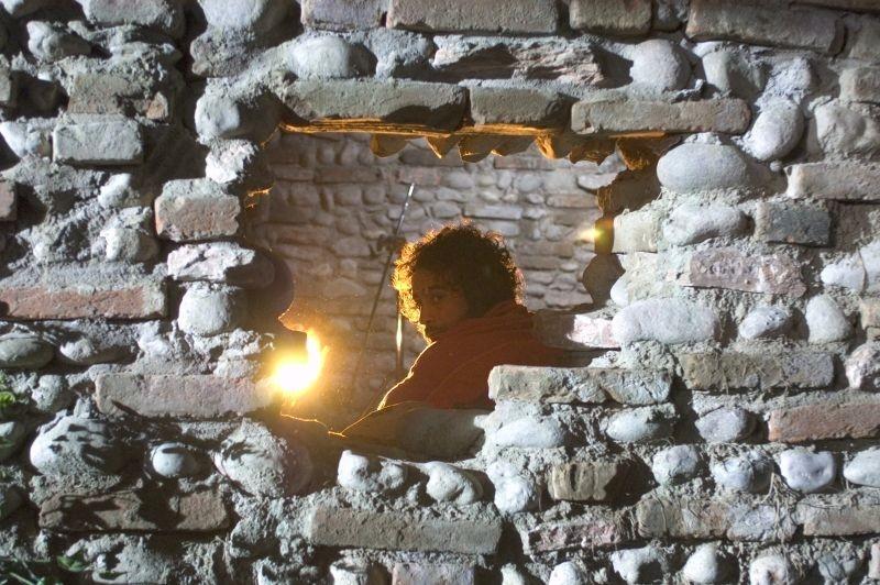 Raz Degan in una scena del film Cento chiodi