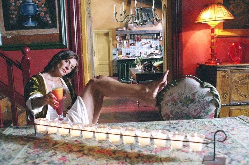 Rosalinda Celentano in una scena della commedia Tutte le donne della mia vita