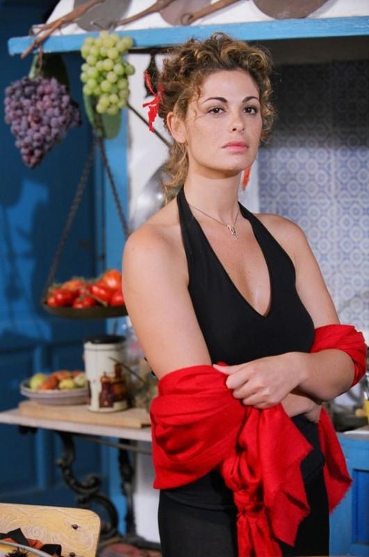La sexy Vanessa Incontrada in una scena di Tutte le donne della mia vita