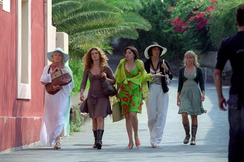 Vanessa Incontrada, Rosalinda Celentano, Lisa Gastoni ed Elena Bouryka in una scena di Tutte le donne della mia vita