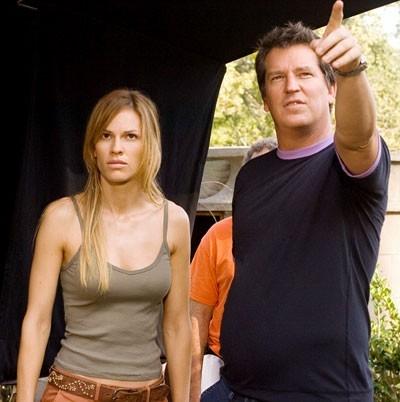 Hilary Swank e Stephen Hopkins sul set del film I segni del male