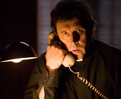 Stephen Rea in una sequenza del film I segni del male (The Reaping)