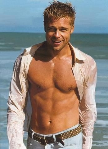 Brad Pitt a petto nudo