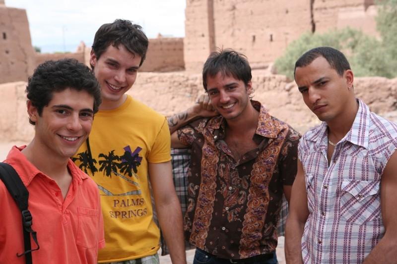 Lorenzo Balducci, Daniele De Angelis e Jamil Hammoudi in una scena del film Last Minute Marocco