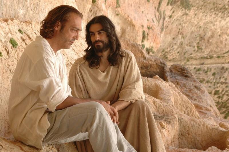 Luca Ward e Alessandro Etrusco in una scena del film 7 km da Gerusalemme