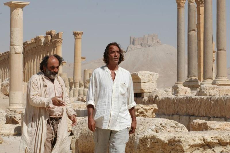 Luca Ward e Alessandro Haber in una scena del film 7 km da Gerusalemme