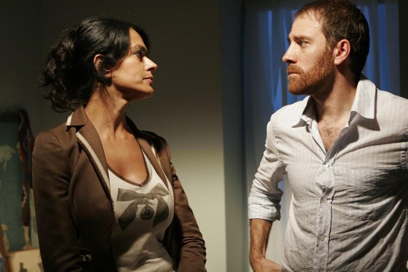 Mariagrazia Cucinotta e Valerio Mastandrea in una scena del film Last Minute Marocco