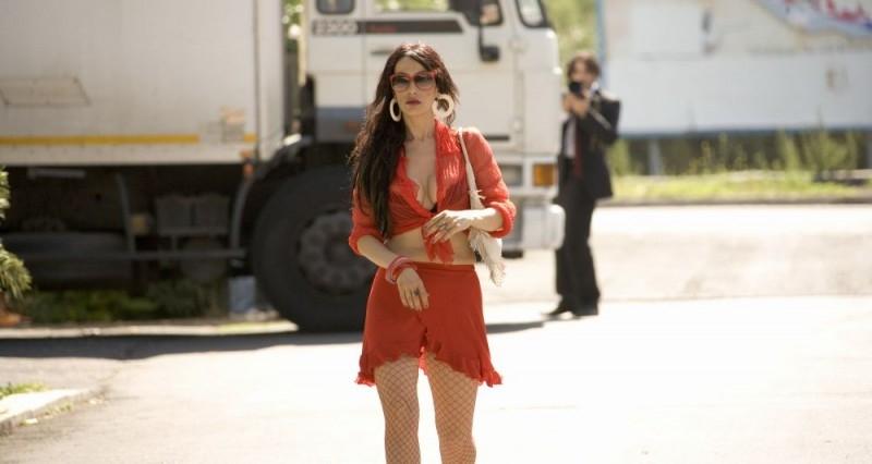 Anna Marcello in una scena del film Nero bifamiliare