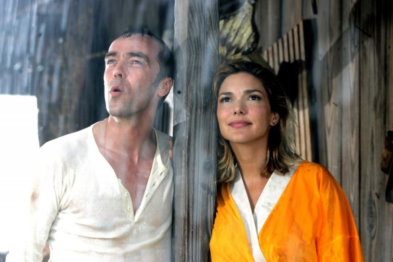 John Hannah con Laura Harring in una scena del film Ghost Son