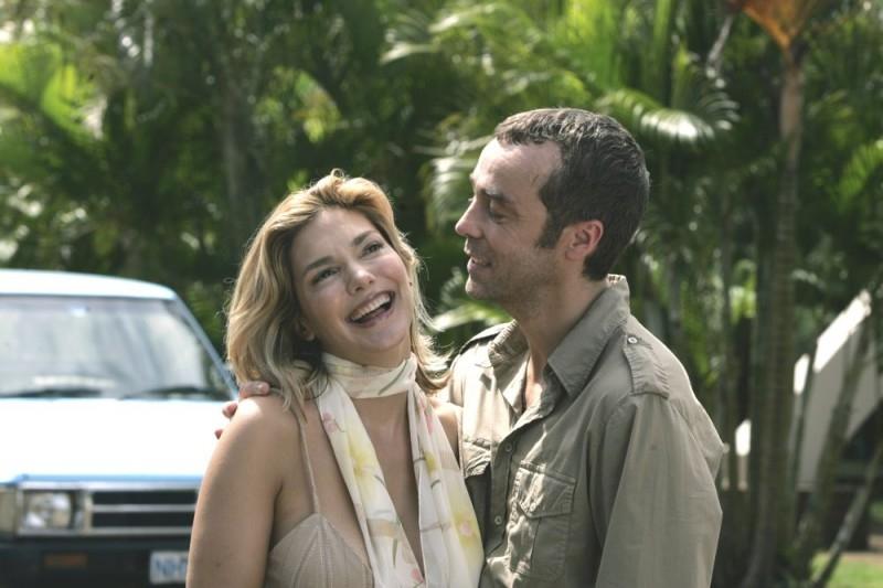Laura Harring con John Hannah in una scena del film Ghost Son