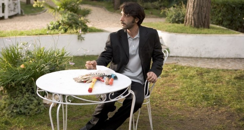Luca Lionello in una scena di Nero bifamiliare