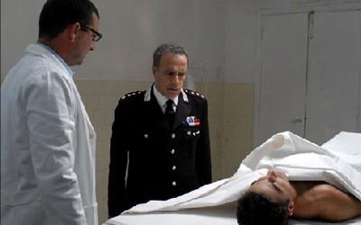 Enrico Montesano in una scena drammatica del film Il Lupo