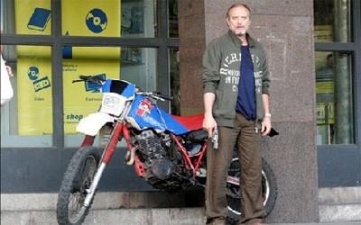Massimo Bonetti è Luciano Liboni in una scena del film Il Lupo