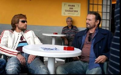 l'attore Massimo Bonetti in una scena del film Il Lupo