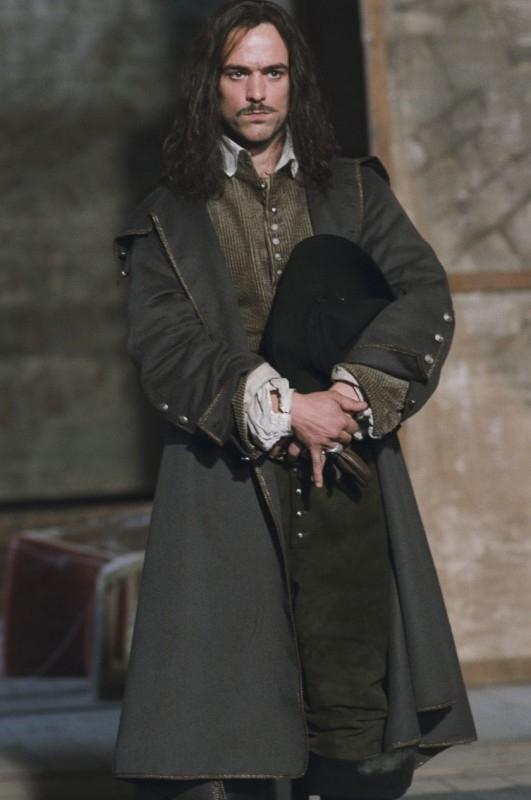 L'attore Romain Duris in una scena de Le avventure galanti del giovane Moliere