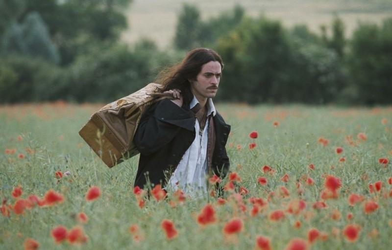 Romain Duris in una scena de Le avventure galanti del giovane Moliere