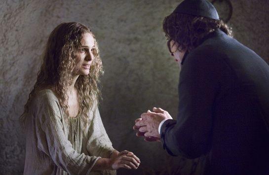La Portman in una scena del film L'ultimo inquisitore