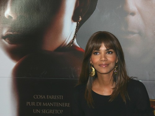 Halle Berry presenta il film Perfect Stranger a Roma