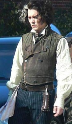 Johnny Depp sul set di Sweeney Todd, diretto da Tim Burton