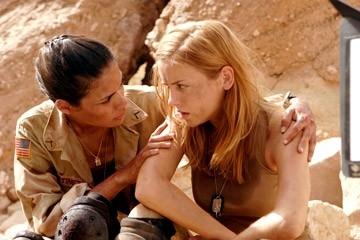 Daniella Alonso e Jessica Stroup in una scena di The Hills Have Eyes II