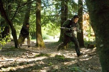 Mark Wahlberg e Michael Pena in una sequenza di Shooter