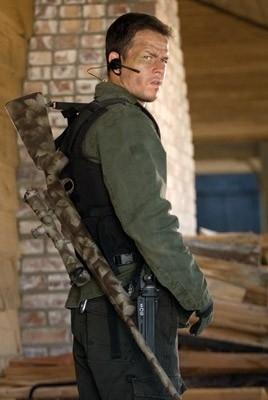 Mark Wahlberg in una scena dell'action movie Shooter