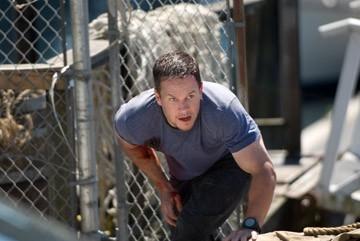 Mark Wahlberg in una scena di Shooter di Antoine Fuqua