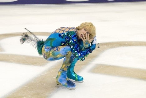 Jon Heder sfoggia una mise coloratissima in Blades of Glory